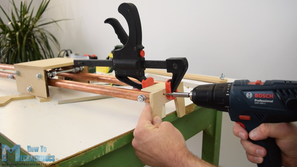 attaching legs to the slider
