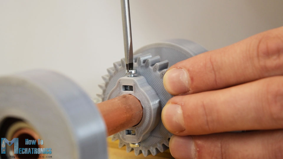 3D printed gear with integrated slots for shaft fastening