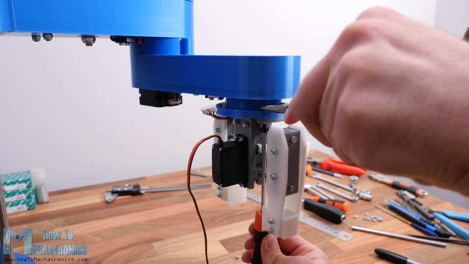 Attaching the gripper or the end effector to the scara robot