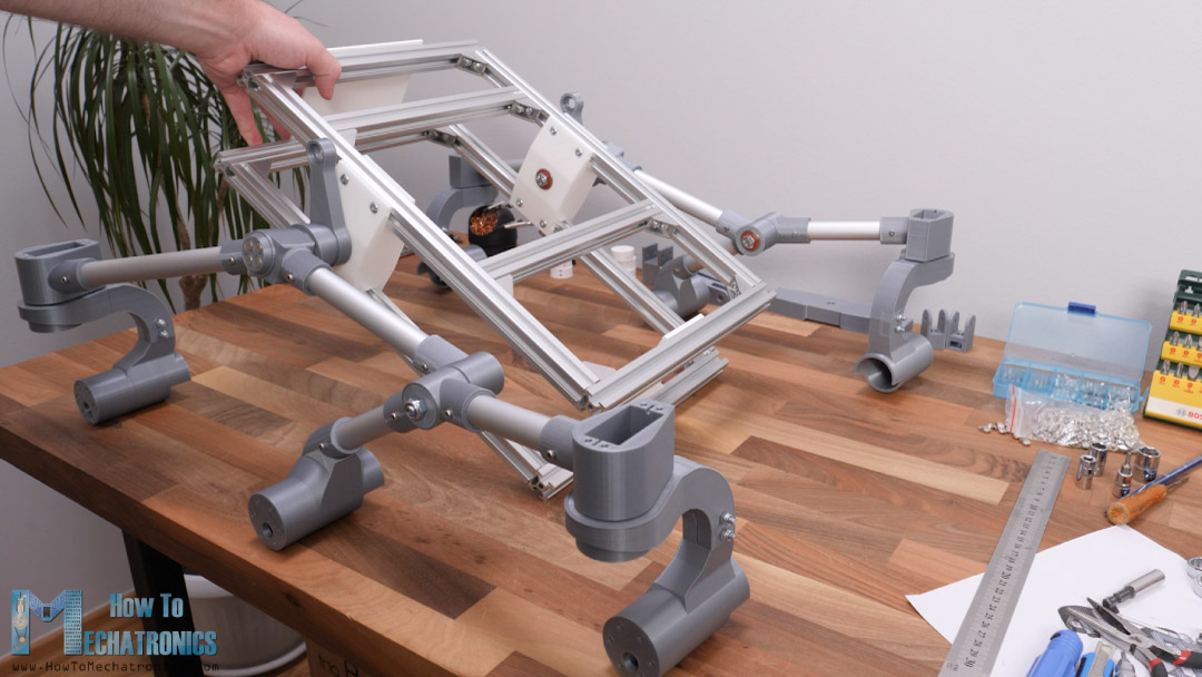 mars rover chassis rotates or falls freely without differential